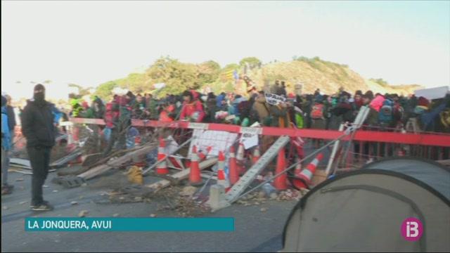 Els+Mossos+i+la+Gendarmeria+francesa+desallotgen+els+manifestants+de+La+Jonquera