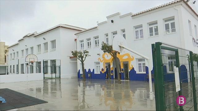 Es+Mercadal+construeix+un+cam%C3%AD+segur+per+a+vianants+fins+a+la+nova+escola