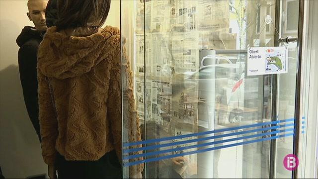 Les+botigues+de+Ciutadella+tanquen+per+a+conscienciar+als+ve%C3%AFns+sobre+la+import%C3%A0ncia+del+comer%C3%A7+local