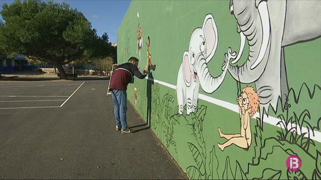 Pinten+mural+de+27+metres+contra+la+viol%C3%A8ncia+masclista+a+Ciutadella