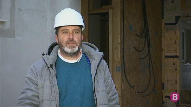Una+casa+de+fusta+a+Santa+Lloren%C3%A7%2C+acabada+en+quatre+mesos