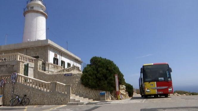 El+bus+llan%C3%A7adora+cap+a+Formentor+es+posa+en+marxa