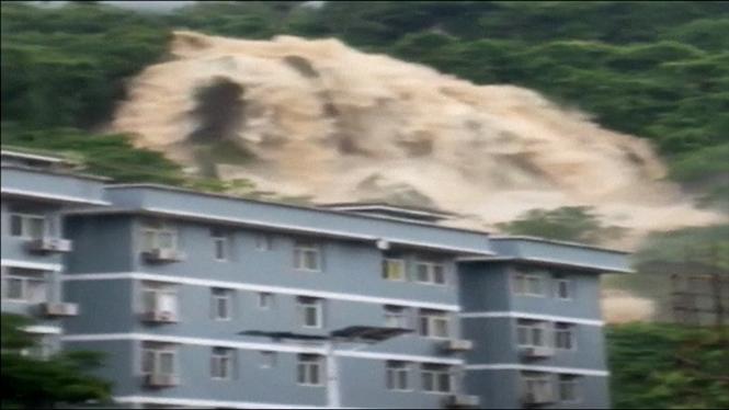Les+pluges+torrencials+provoquen+greus+inundacions+al+sud+de+la+Xina