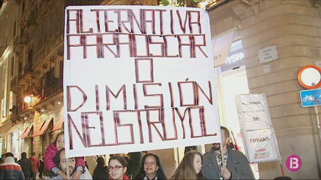Stop+Desnonaments+engega+una+recollida+de+signatures+per+%C3%93scar+i+la+seva+fam%C3%ADlia