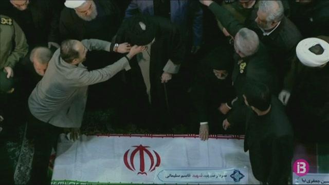 Centenars+de+milers+de+persones+es+congreguen+a+Teheran+per+rendir+tribut+al+comandant+Soleimani