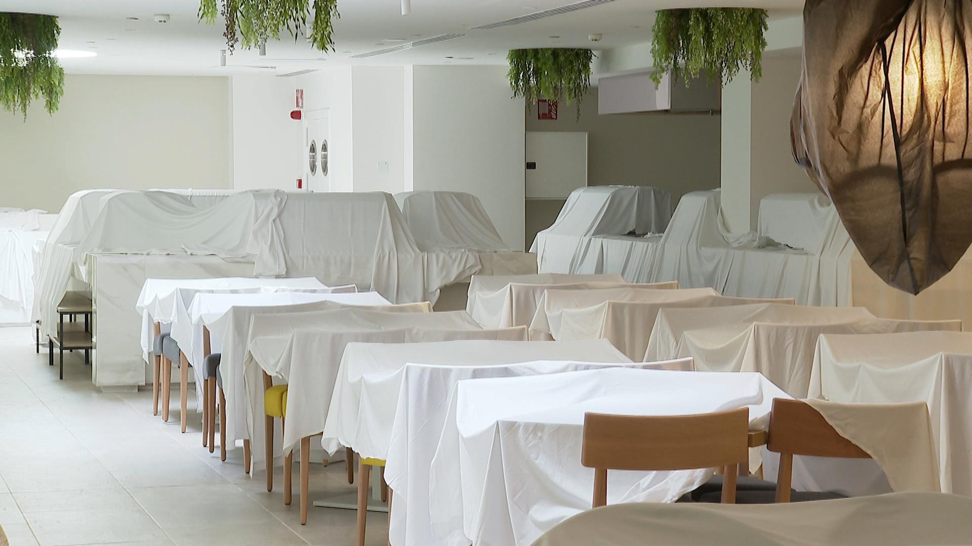 Els+hotelers+de+Portocolom+es+preparen+per+a+una+temporada+d%27estiu+%26%238220%3Bestranya%26%238221%3B