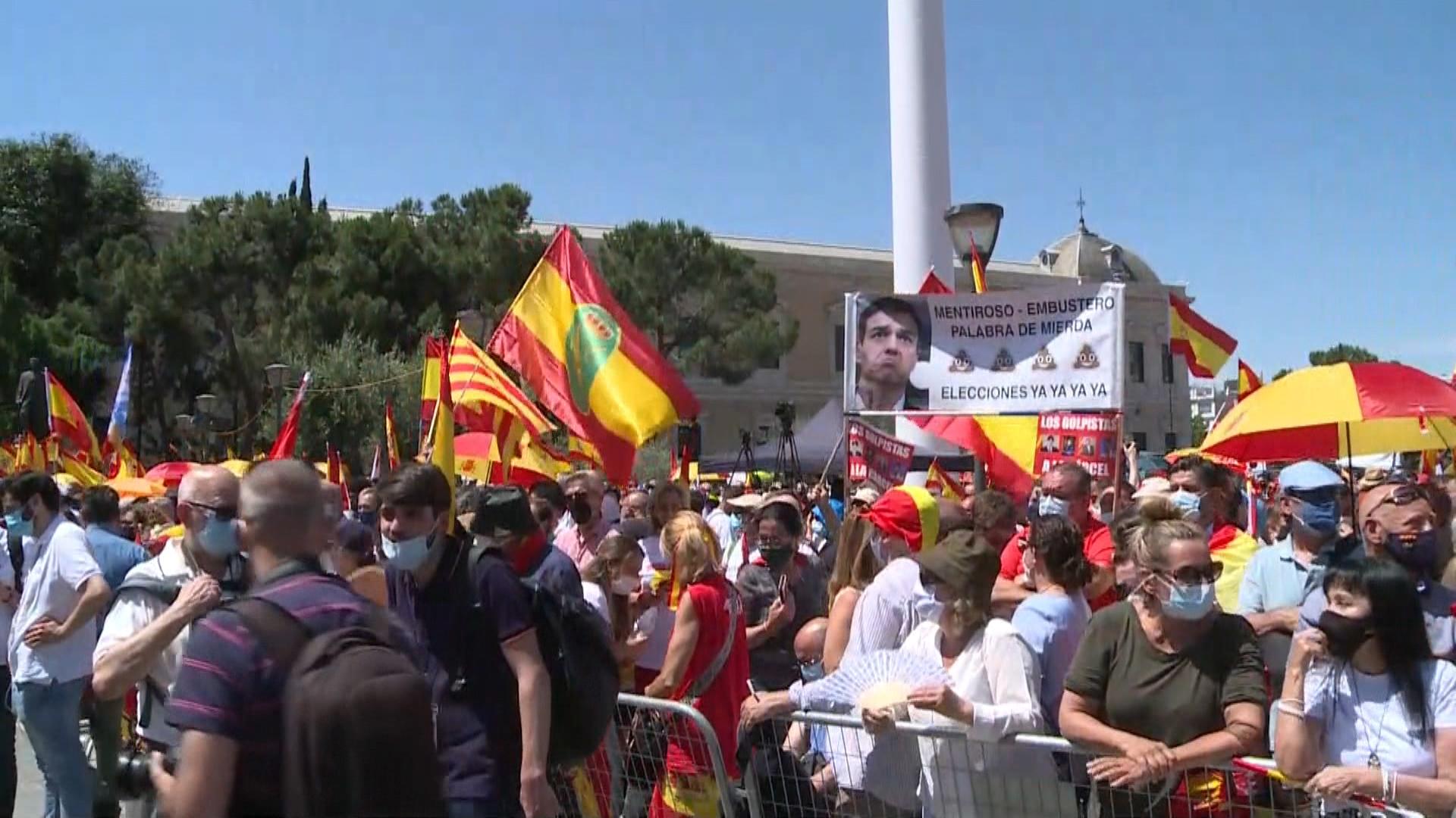 Manifestants+contra+els+indults+als+presos+catalans+omplen+la+pla%C3%A7a+Colon+de+Madrid