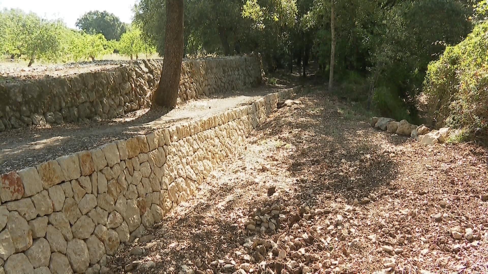 Reparen+el+mur+de+pedra+en+sec+del+cam%C3%AD+vell+de+Pollen%C3%A7a