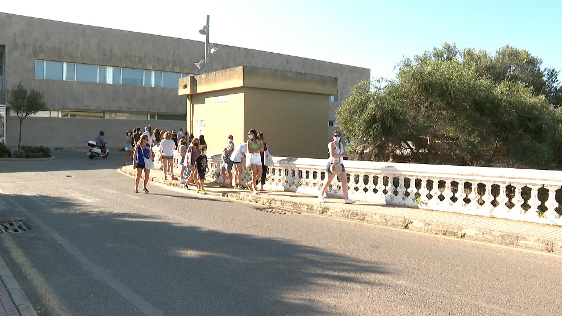 Catorze+joves+eludeixen+la+quarantena+obligat%C3%B2ria+a+Menorca+tot+i+ser+contactes+estrets+d%26apos%3Bun+positiu