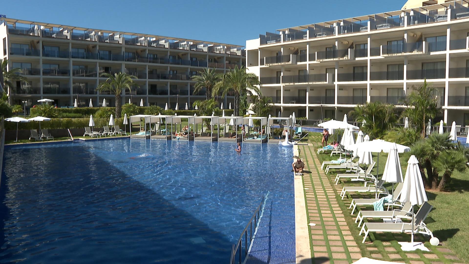 Un+60%25+de+les+places+hoteleres+de+Palmanova+i+Magaluf+obren+per+acollir+els+brit%C3%A0nics
