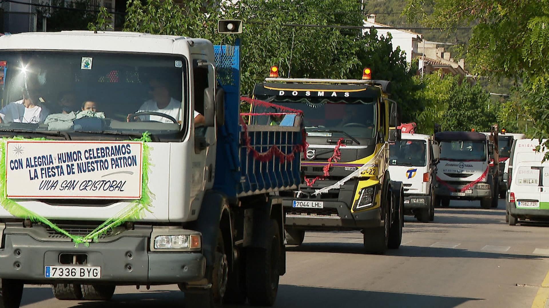 Una+trentena+de+camioners+desfilen+a+Pollen%C3%A7a+per+Sant+Crist%C3%B2fol