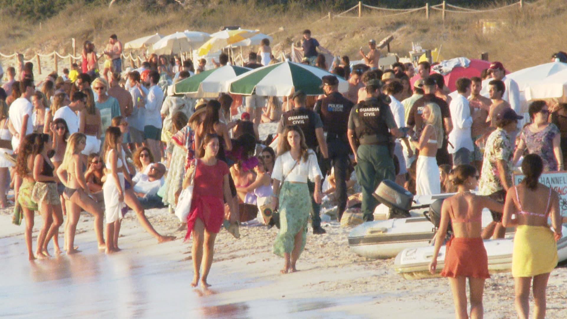 Formentera+tanca+l%26apos%3Bacc%C3%A9s+a+Illetes+per+evitar+botellades+i+aglomeracions