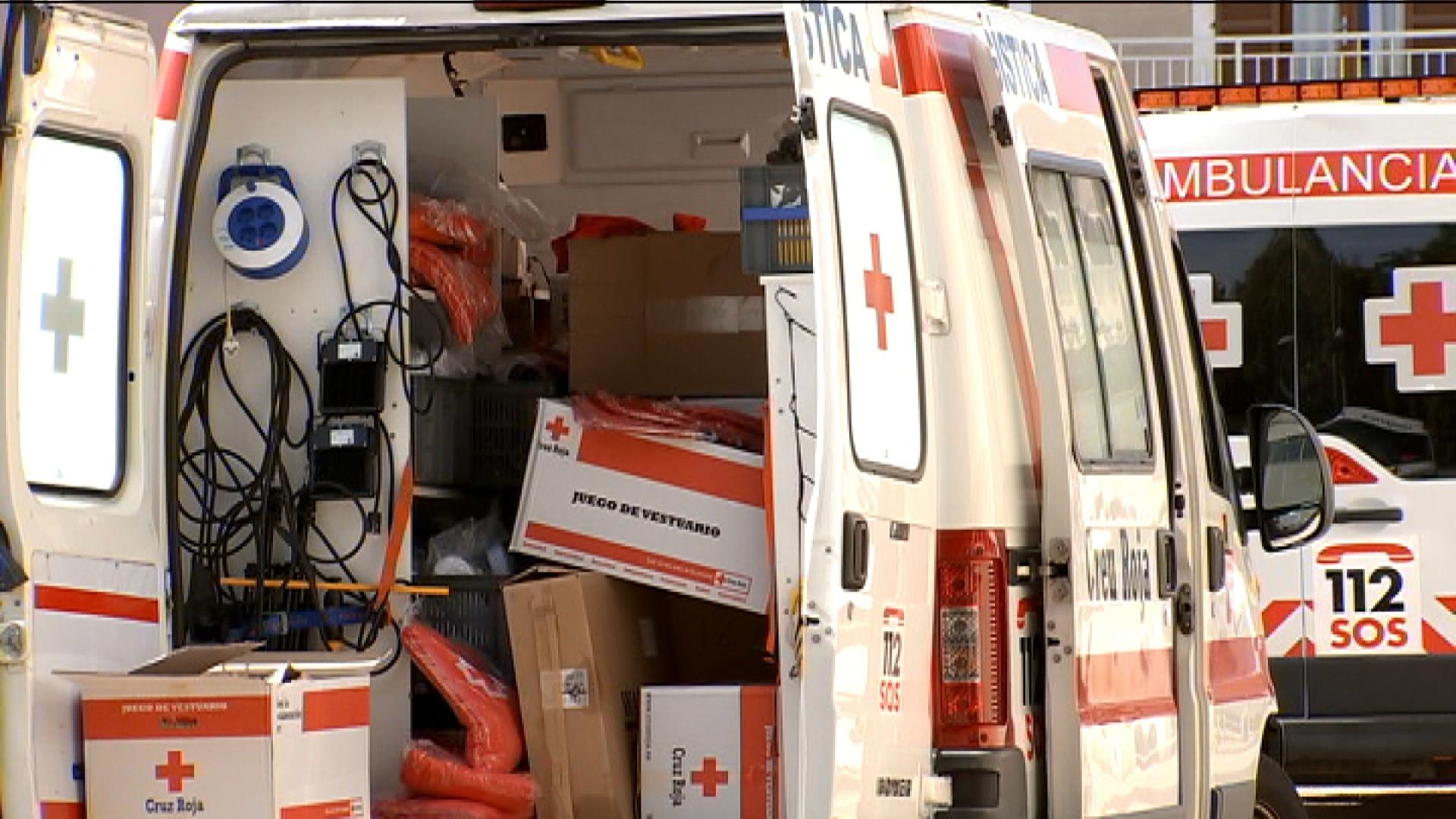 La+Creu+Roja+dona+ajuda+humanit%C3%A0ria+als+migrants+arribats+en+pasteres