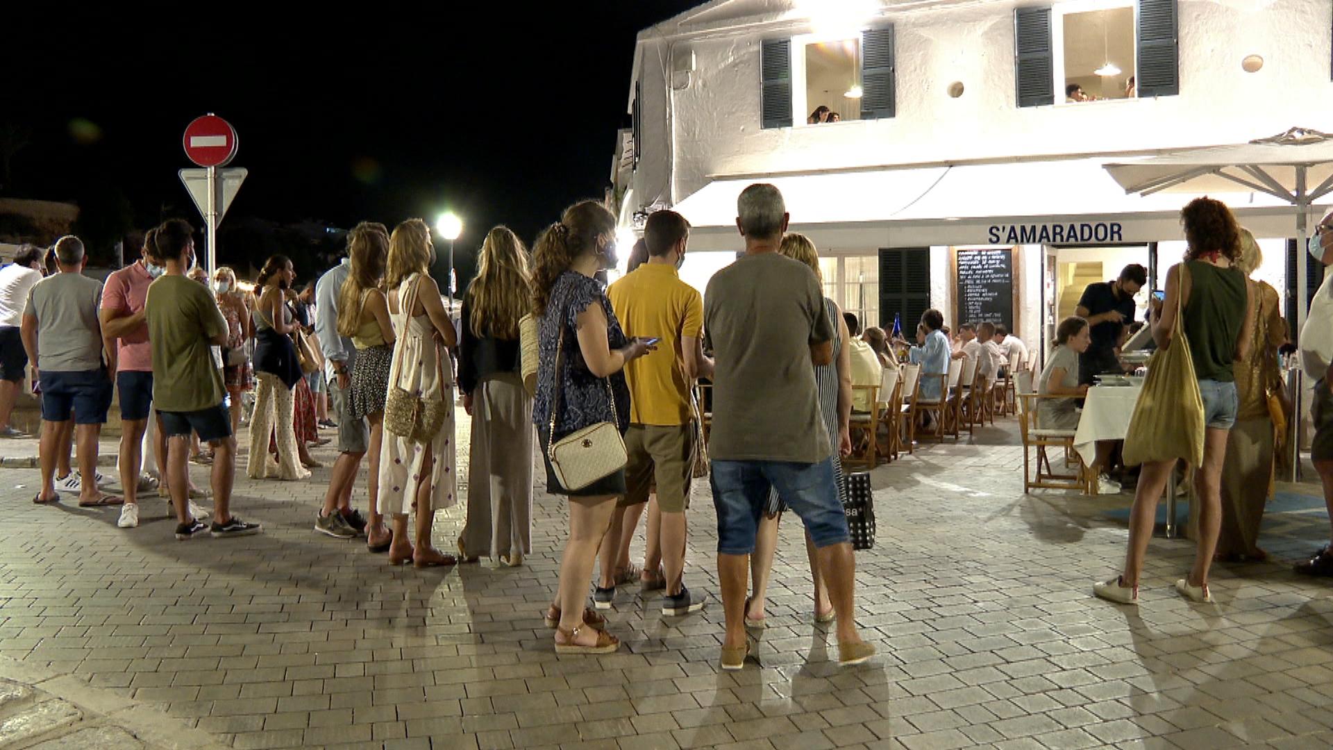 Cues+de+m%C3%A9s+de+mitja+hora+per+sopar+al+port+de+Ciutadella