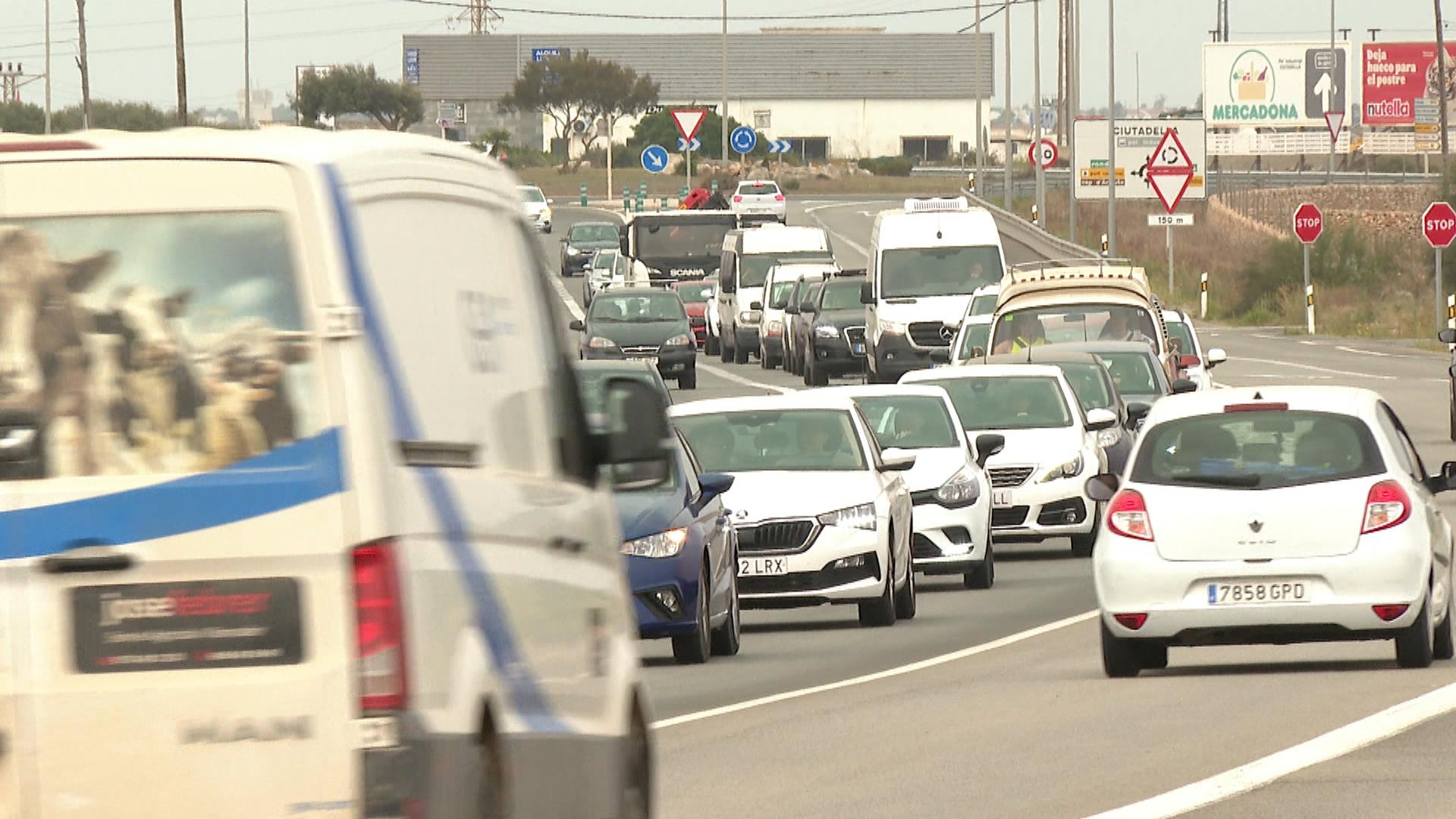 El+r%C3%A8cord+hist%C3%B2ric+de+vehicles+que+circulen+per+Menorca+reobre+el+debat+sobre+la+seva+limitaci%C3%B3+d%26apos%3Bentrada