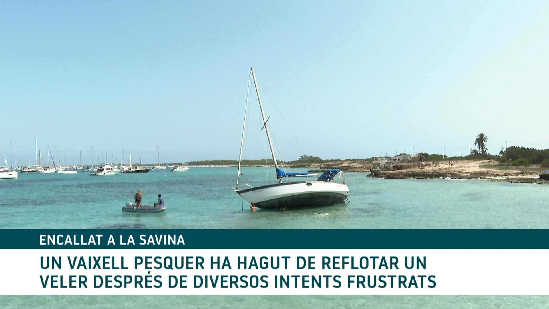 Refloten+un+veler+encallat+a+la+Savina+de+Formentera
