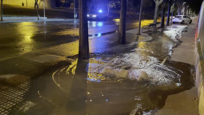 Una+avaria+a+una+canonada+d%26apos%3Baigua+inunda+els+carrers+del+barri+de+Son+Flor%2C+a+Palma