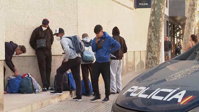 Almanco+una+vintena+de+migrants+irregulars+queden+en+llibertat