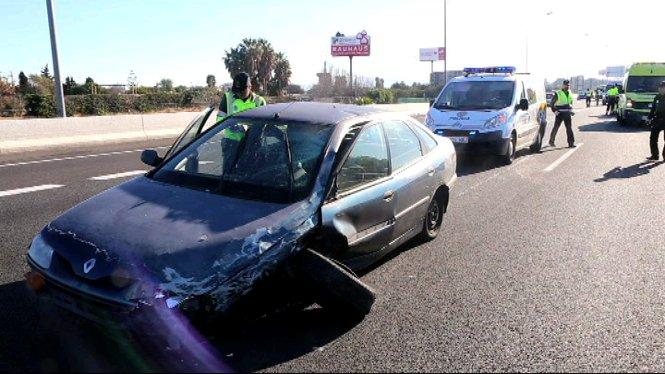 Un+cotxe+circulant+en+sentit+contrari+ha+provocat+avui+demat%C3%AD+un+accident+a+l%27autopista+de+l%27aeroport