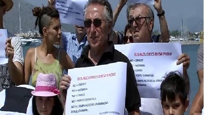 Protesta+contra+la+construcci%C3%B3+d%27un+moll+de+c%C3%A0rrega+de+ciment+al+Port+d%27Alc%C3%BAdia