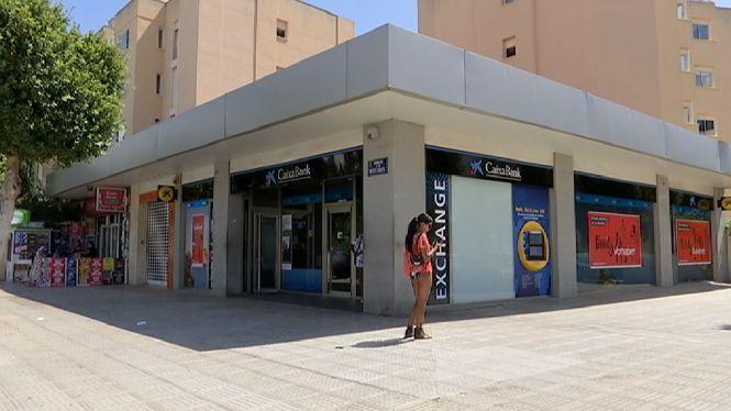 Dos+encaputxats+roben+157.000+euros+a+les+portes+d%27una+oficina+banc%C3%A0ria