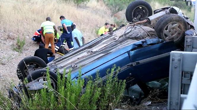 Cinc+joves+ferits+lleus+en+bolcar+el+seu+cotxe+en+l%27autopista+d%27Inca