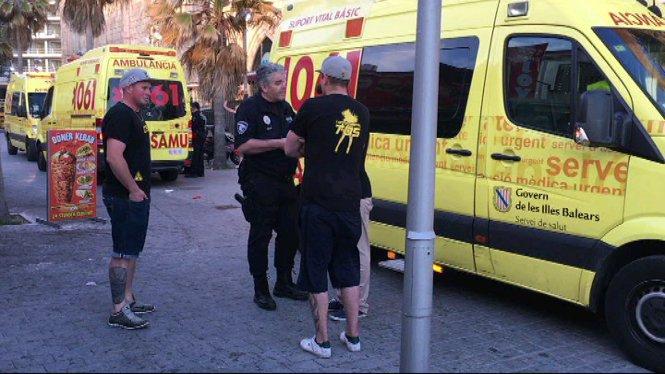 Una+brega+a+Palma+entre+turistes+alemanys+i+venedors+ambulants+causa+10+ferits