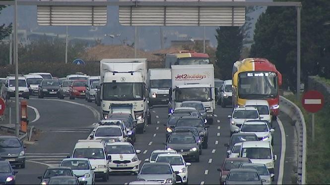 Els+empresaris+petits+del+transport+per+carretera+renuncien+a+les+noves+concessions+del+TIB
