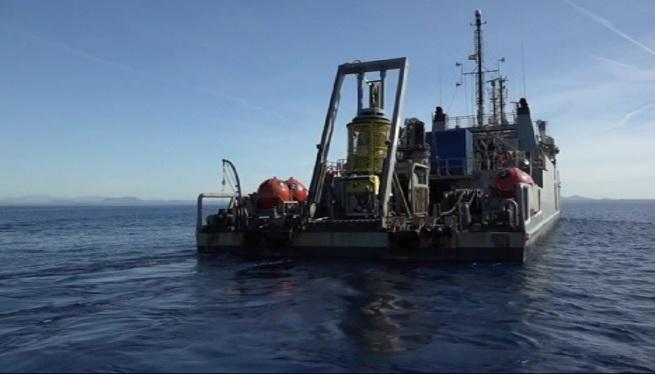 Un+vaixell+de+l%27armada+investiga+el+derelicte+Cabrera+14