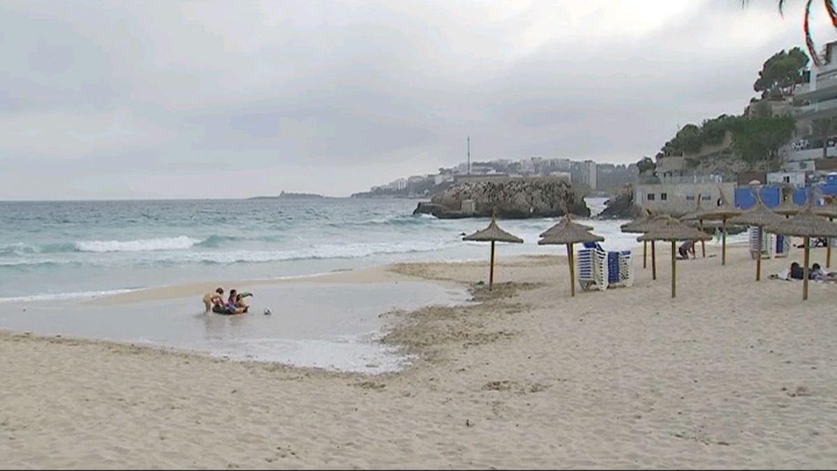 Tanquen+la+platja+de+cala+Major+al+bany+per+una+possible+picada+de+caravel%C2%B7la+portuguesa