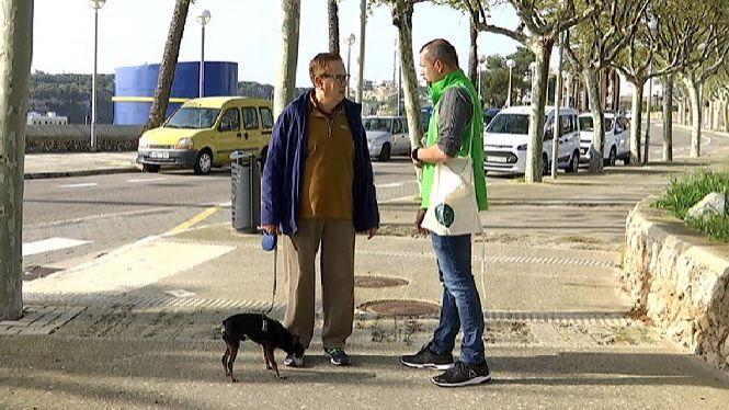 Ma%C3%B3+posa+informadors+al+carrer+per+evitar+la+proliferaci%C3%B3+d%27excrements+canins
