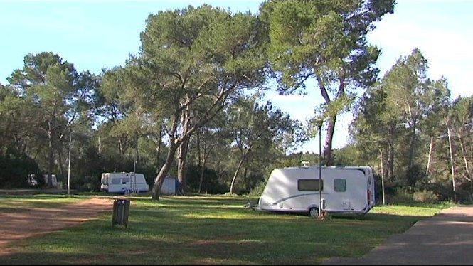 Els+autocaravanistes+queden+amb+un+%C3%BAnic+espai%2C+a+tot+Mallorca%2C+habilitat+per+als+seus+vehicles
