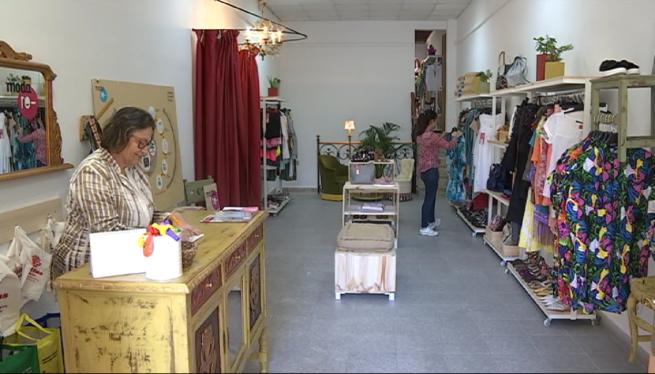 C%C3%A0ritas+reinaugura+la+botiga+de+venda+de+roba+emprada+a+Inca