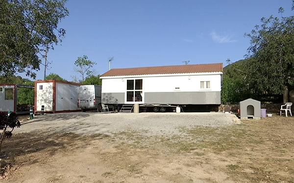 Multa+milionaria+a+un+home+per+instal%C2%B7lar+sense+perm%C3%ADs+una+casa+prefabricada