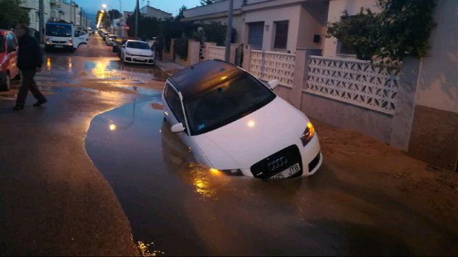 Un+cotxe+passa+per+ull+en+esclatar+una+canonada+a+Palma