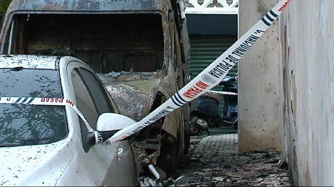 Cremen+tres+vehicles+de+matinada+a+Palma