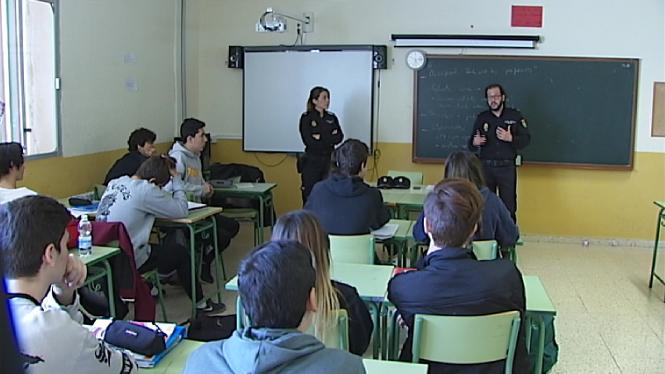 La+Policia+Nacional+ensenya+els+estudiants+eivissencs+a+detectar+i+prevenir+la+viol%C3%A8ncia+de+g%C3%A8nere