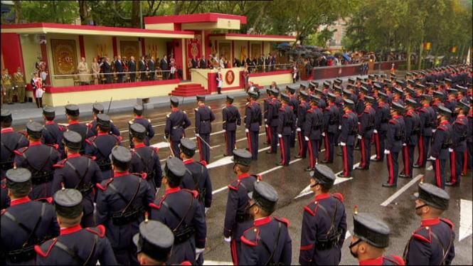 La+desfilada+de+les+Forces+Armades+s%27ha+celebrat+per+primera+vegada+amb+un+Govern+en+funcions
