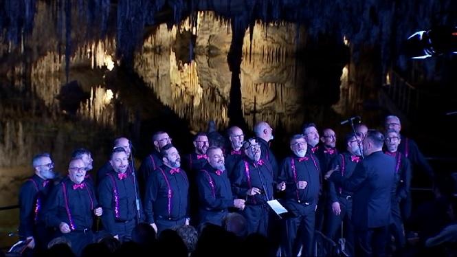 Les+coves+del+Drac+han+estat+l%27escenari+del+darrer+concert+del+Mallorca+Gay+Men%27s+Chorus