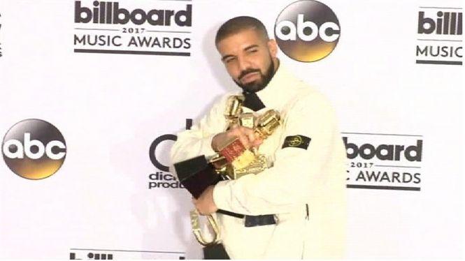 Drake+fa+hist%C3%B2ria+a+la+gala+dels+Billboard