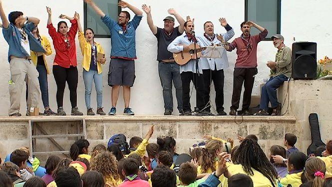400+escoltes+de+Menorca+es+troben+al+Migjorn+Gran+per+celebrar+Sant+Jordi