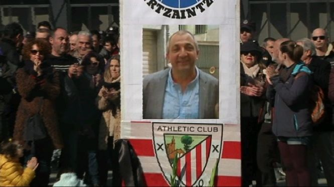 Sentit+homenatge+a+Bilbao+per+a+l%27ertzaina+mort+dijous+passat+durant+un+dispositiu