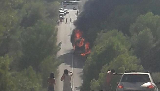 Un+autocar+es+cala+foc+a+la+carretera+de+Cales+de+Mallorca-Cala+Murada