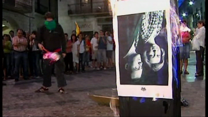 El+Tribunal+dels+Drets+Humans+condemna+a+Espanya+per+imposar+pres%C3%B3+per+cremar+una+fotografia+dels+reis