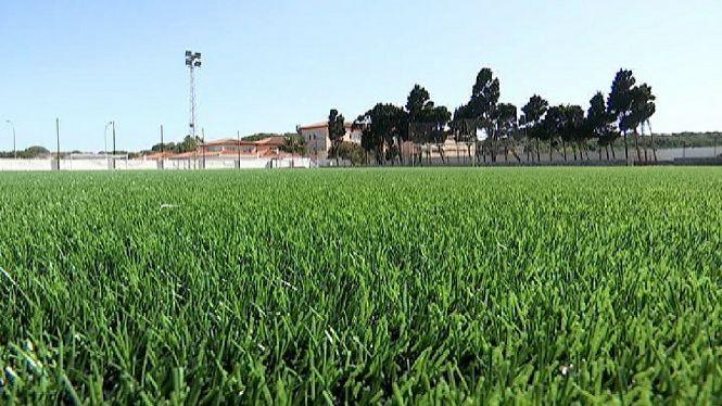 Els+camps+de+futbol+de+Menorca+renoven+la+gespa+artificial