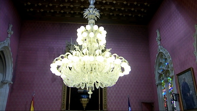 Restauren+la+l%C3%A0mpada+de+la+sala+de+plens+del+Consell+de+Mallorca+de+1928