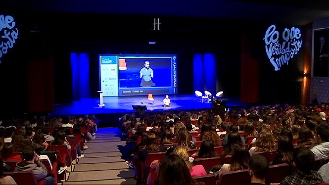 1.300+joves+omplen+el+Trui+Teatre+a+una+nova+edici%C3%B3+de+%26%238216%3BLo+que+de+verdad+importa%27