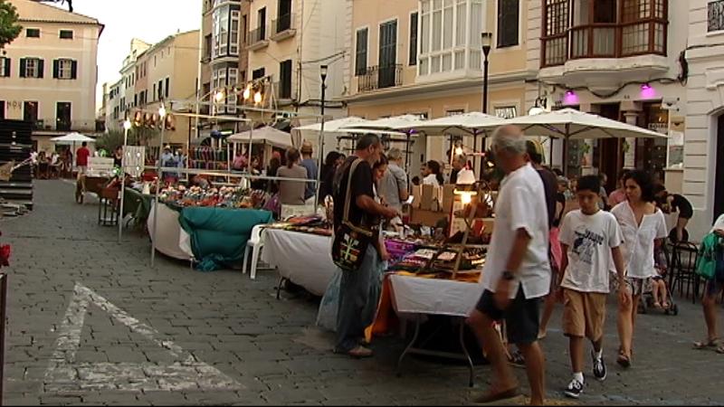 Pol%C3%A8mica+a+Menorca+per+la+programaci%C3%B3+estival+de+mercats+ambulants+a+Ma%C3%B3