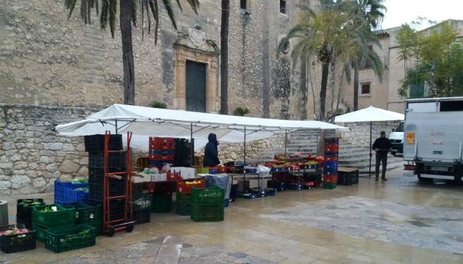 Devers+700+signatures+a+favor+del+mercat+de+Nadal+al+passeig+Vara+de+Rey
