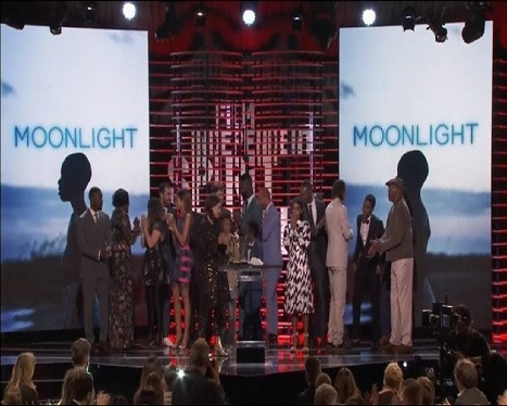 %26%238216%3BMoonlight%27+guanya+5+premis+als+Spirit+Awards